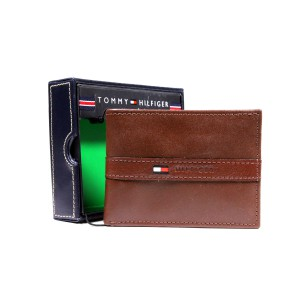 New Tommy Hilfiger Light Brown Leather Wallet Billfold Credit Card Passcase Men